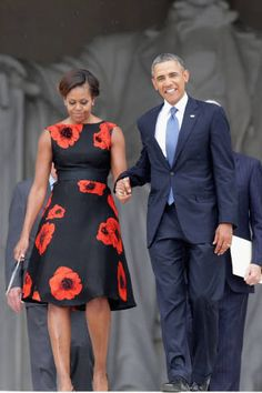 First Lady of The United States Michelle Obama in Tracy Reese at the Let Freedom Ring ceremony at the Lincoln Memorial African Attire, African Fashion Dresses, African Dress, Michelle Obama Fashion, Barack And Michelle, Mode Style, Designer Dresses, Ideias Fashion, Nice Dresses