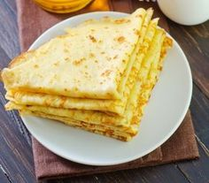 Ciasto na naleśniki - Przepisy - Magda Gessler - Smaki Życia // Crepe batter recipe: 1 & 1/4 cups milk, 1 & 1/4 cups water, 2 eggs, 1 & 2/3 cups flour, pinch of salt. Beat eggs with a pinch of salt. Add flour, milk, and water and mix well. Batter should flow off mixing spoon while simultaneously coating it. Fry on a butter-greased frying pan. Substituting water for seltzer water will make fluffier batter. Gluten Free Pancakes, Gluten Free Diet, Crepe Batter, Polish Recipes, Polish Food, Pancake Day, Pasta Dishes, Good Food, Dessert Recipes