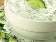yaourt à la grecque, concombre, ail, jus de citron, huile d'olive, Sel, herbes de Provence