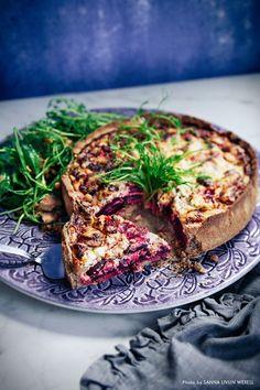 Riktigt god paj som passar lika bra till middag en vardagskväll som ett inslag på buffébordet. Pajdegen görs på bovetemjöl vilket gör den både glutenfri, hälsosam och snäll mot magen. #paj #rödbetor #rödbetspaj #fetaost #vego #vegetarisk # Healthy Baking, Healthy Snacks, Vegetarian Recipes, Healthy Recipes, Good Food, Yummy Food, Everyday Food, Vegan Dishes, Baby Food Recipes
