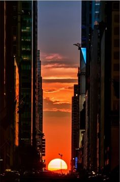 Manhattanhenge 2014. I love this time of year in NYC.