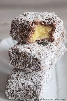 Dolci al cocco e cioccolato Pastry Recipes, Cake Recipes, Dessert Recipes, Italian Cookies, Italian Desserts, Easy Homemade Recipes, Sweet Recipes, Lamingtons Recipe, Macaron