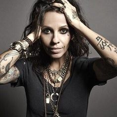 Linda Perry (born April is an American singer-songwriter and record producer. She first became known as the lead singer and primary songwriter of 4 Non Blondes and has Non Blondes, Women Of Rock, Women In Music, Girl Bands, Female Singers, American Singers, Record Producer, Music Is Life, Tattoos For Women