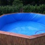 Pallet Swimming Pool - The Best Pallet Furniture And DIY Ideas. A DIY pallet swimming pool that is perfect for any backyard. Building A Swimming Pool, Diy Pool, Swimming Pools Backyard, Homemade Swimming Pools, Plastic Swimming Pool, Big Backyard, Piscina Pallet, Piscina Diy, Old Pallets