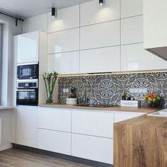 Modern Kitchen Design – Want to refurbish or redo your kitchen? As part of a modern kitchen renovation or remodeling, know that there are a . Backsplash With Dark Cabinets, Cabinets And Countertops, White Countertops, White Kitchen Cabinets, Dark Counters, Kitchen White, Kitchen Backsplash, Kitchen Furniture, Kitchen Interior