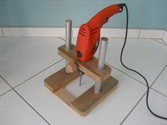 Angle Drill Guide DIY Homemade Press Drill Power Multi Tools Sander Circular Saw… Woodworking Jigs, Woodworking Projects, Woodworking Supplies, Popular Woodworking, Power Tool Kits, Drill Guide, Home Tools, Homemade Tools, Diy Holz