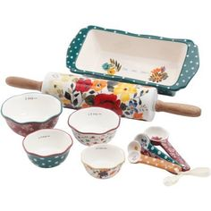 1Pioneer Woman Bakeware makes baking fun. Perfect for serving and getting compliments is easy. Beautiful but tough ceramic bakeware. Dishwasher safe.