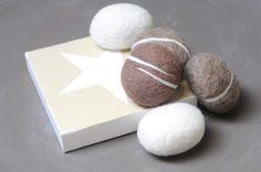 Deko-Objekte - Filzkiesel Filzsteine Steine aus Filz Kiesel - ein Designerstück von FILZFORM bei DaWanda