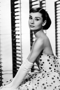 Audrey Hepburn- this lady is so inspiring along with Marilyn Monroe she is a true icon and role model of mine. Thank you miss Hepburn and miss Monroe for making me fall in love with the era ever! Style Audrey Hepburn, Audrey Hepburn Pictures, Aubrey Hepburn, Audrey Hepburn Dresses, Audrey Hepburn Wallpaper, Hollywood Icons, Vintage Hollywood, Hollywood Glamour, Hollywood Style