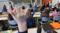 """Der Chef des Lehrerverbandes hält die """"Kuschelpädagogik"""" hierzulande für fatal. Die Abschaffung der Noten sei ein Fehler gewesen. Und das Abitur verliere zunehmend seinen Wert. Das würde er gerne radikal ändern."""