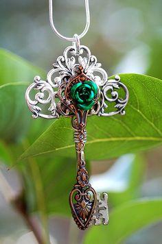 Green Celtic Rose Key - 320