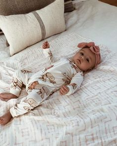 Baby clothes should be selected according to what? How to wash baby clothes? What should be considered when choosing baby clothes in shopping? Baby clothes should be selected according to … So Cute Baby, Baby Kind, Cute Baby Clothes, Cute Kids, Cute Babies, Cute Toddlers, Foto Baby, Cute Baby Pictures, Bump Pictures