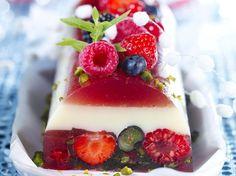 Découvrez la recette Bûche de fruits rouges au lait d'amande sur cuisineactuelle.fr.