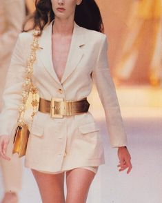 Discover recipes, home ideas, style inspiration and other ideas to try. Fashion Mode, Aesthetic Fashion, Look Fashion, 90s Fashion, Couture Fashion, Runway Fashion, High Fashion, Fashion Show, Vintage Fashion