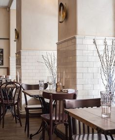 More pics of the KOMMENDÖREN! Our subwaytile used as the backdrop in this sophisticated eatery in Stockholm. Images provided by BYGGFABRIKEN. Cafe Interior, Interior Design, Restaurants, Modern Home Furniture, Bathroom Design Luxury, Parasol, World Of Interiors, Art Deco, Cafe Design