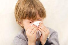 A sinusite pode ser considerada um tipo de alergia.A doença se dá através da reação exagerada do sistema imunológico à determinados tipos de fungos, poeira, pólen, quaisquer tipos de microorganismos aos quais a pessoa seja sensível ou, vírus. Quando ocorre um impedimento ou obstrução das vias respiratórias e, aumento de muco na região da cavidade nasal, por conta desta reação no organismo da pessoa, cria-se um ambiente propício à proliferação de germes, acarretando os sintomas da sinusite.