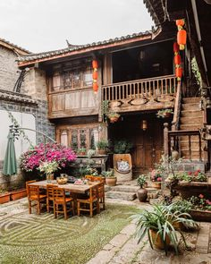 Lijiang, Asian Architecture, Interior Architecture, Beautiful Homes, Beautiful Places, Charming House, Foto Art, Cozy House, Old Town