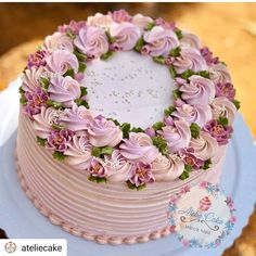 Regrann from - 💟 - dessert - Cake-Kuchen-Gateau Gorgeous Cakes, Pretty Cakes, Cute Cakes, Cake Decorating Designs, Cake Decorating Techniques, Decorating Ideas, Cake Decorating Piping, Buttercream Flower Cake, Buttercream Frosting