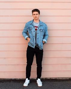 Picture of a gree graphic tee, black jeans, a blue denim jacket and white sneakers for a transitional casual look Winter Outfits Men, Casual Summer Outfits, Moda Indie, Style Masculin, Mens Fashion, Fashion Outfits, Street Fashion, Mens Clothing Styles, Ideias Fashion