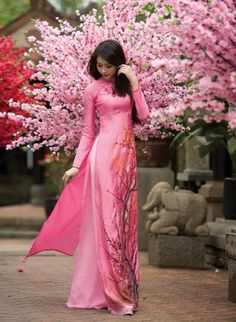 allasianflavours:  4 Traditional Dresses of East Asia Vietnamese Ao Dai