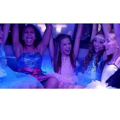 I loved the its a girl party music video. But Chloe should have been in it #dancemoms #dm #mackz #kenzie #ziegler #kenzieziegler #maddie #maddieziegler #nia #kendall #vertes #kendallvertes #kalani #hilliker #kalanihilliker #chloe #lukasiak #chloelukasiak