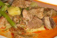 A zöldbabos, húsos krumplileves tejföllel habarva mindig bejön. Goulash, Pot Roast, Thai Red Curry, Stew, Meals, Cooking, Ethnic Recipes, Food, Cook Books