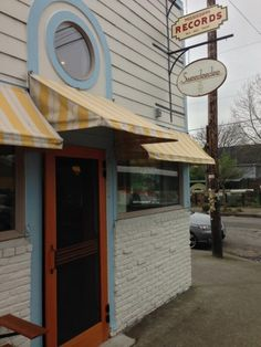Enjoy Brunch at this adorable Breakfast place in North Portland. But you may have to wait. Portland Food, Visit Portland, Portland Oregon, Breakfast Of Champions, Pacific Northwest, Where To Go, Woods, The Neighbourhood, Places To Go