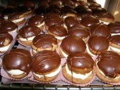 Κοκάκια Greek Sweets, Greek Desserts, Köstliche Desserts, Greek Recipes, Delicious Desserts, Dessert Recipes, Yummy Food, Greek Pastries, Greek Cooking
