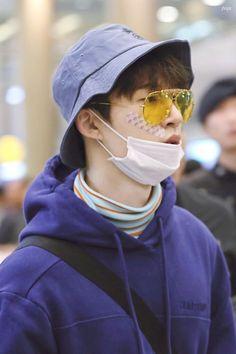 Hanbin is this style gets me weak Kim Hanbin Ikon, Chanwoo Ikon, Ikon Kpop, Bobby, Jay Song, K Idol, My One And Only, Airport Style, Yg Entertainment