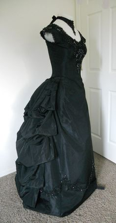Black Bustled Victorian Dress. I wanna wear something like this. itll make me feel like a character in vampire diaries...which is a dream of mine. lol