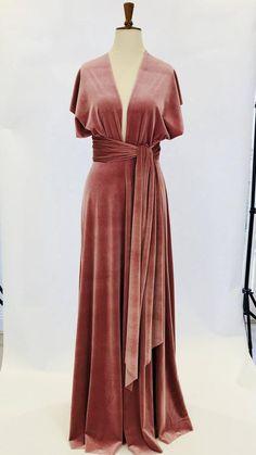 Dusky pink velvet dress infinity dress bridesmaid dress We share the most beautiful and new dress pa Dresses Short, Ball Dresses, Ball Gowns, Evening Dresses, Prom Dresses, Dress Prom, Bride Dresses, Summer Dresses, Infinity Dress Bridesmaid