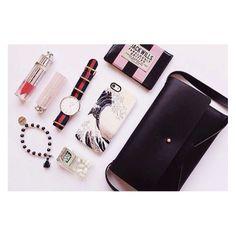 """""""Daily Essential  #quinoaparis #whatsinmybag #jackwills #dior #gelaskins #tictac #mint #danielwellington #wotd #waistcandy #vscocamphotos #vscocam #fashion"""" via http://instagram.com/p/pMgl7NtP9q/"""