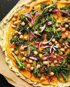 Butternut squash and broccolini pizza via @livegreenhealthy. Thank you for making our Sunday. #vegan #veganrecipes #vegans #veganism #veganpower #vegansofaustralia #veganforlife