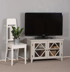 TV-taso, tv-pöytä, vahattuna Osmo Color puuvahalla sävyyn: Helmi. Kaunis TV-taso olohuoneen paraatipaikalle.