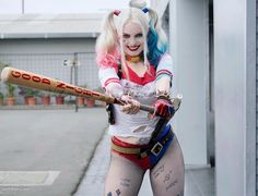 Harley Quinn cosplay by Laura Gilbert. Dc Cosplay, Cosplay Outfits, Cosplay Girls, Cosplay Costumes, Joker Und Harley Quinn, Harley Quinn Cosplay, Gotham, Harley Costume, Laura Gilbert