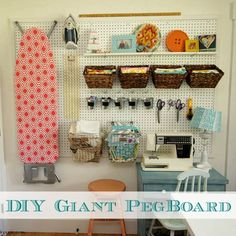Find Here 45 Creative Pegboard Craft Room organization Ideas Pegboard Solutions Even in case you have an extremely compact craft space, pegboard can take advantage of your available space. For instance, a craft room can easily Pegboard Craft Room, Pegboard Storage, Craft Room Storage, Craft Rooms, Diy Storage, Storage Ideas, Room Wanted, Sewing Room Organization, Organization Ideas