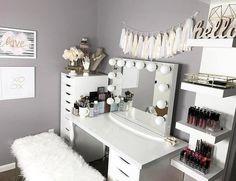Vanity Makeup Rooms, Makeup Vanity Mirror With Lights, Vanity Room, Makeup Room Decor, Vanity Desk, Makeup Vanities, Mirror Vanity, Vanity In Closet, Black Makeup Vanity