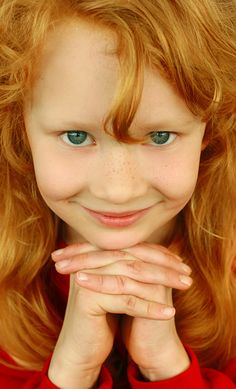 recessive recessive ~ to have red hair, she has to inherit two copies of the recessive gene (melanocortin 1 receptor, one from each parent. Red hair and green eyes like me:) Beautiful Red Hair, Beautiful Redhead, Beautiful Smile, Beautiful Gifts, Pretty Hair, Precious Children, Beautiful Children, Beautiful Babies, Roux Auburn