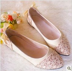 pointed toe shoes lace flats #lace #flats www.loveitsomuch.com