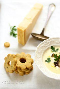 Soupe veloutée de Grana Padano, cèpes sautés et sablés salés Feta, Risotto, Pineapple, Dairy, Fruit, Cooking, Courses, Soups, Cream Soups