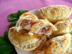 Kifőztük.hu: Töltött párnák Bagel, Favorite Recipes, Bread, Meals, Chicken, Baking, Food, Cookies, Crack Crackers