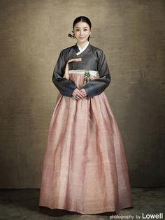Hanbok, korean, 한 복린-한복. 전용뷰어 : 네이버 블로그 Korean Traditional Dress, Traditional Fashion, Traditional Dresses, Oriental Dress, Oriental Fashion, Asian Fashion, Korean Dress, Korean Outfits, Modern Hanbok