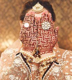 Geometrical designs to create new minimal patterns 🤤. #mehendidecor #mehendi_designer #mehendigoa #reels #reelitfeelit #hennareel #reelkarofeelkaro #mehendiceremony #mehendioutfit #mehenditattoo #bridalmehendi #bridalshower #weddingwireindia