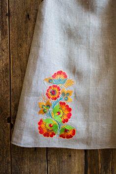 Embroidery Suits Punjabi, Embroidery On Kurtis, Kurti Embroidery Design, Hand Embroidery Dress, Flower Embroidery Designs, Simple Embroidery, Embroidery Fashion, Machine Embroidery, Wedding Grey