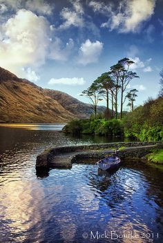 How beautiful does it look here, I would really like to visit Ireland as I've never been. What are the best places to visit? Irish Landscape, Ireland Landscape, Ireland Places To Visit, Places To See, County Mayo Ireland, Beautiful World, Beautiful Places, Into The West, Ireland Homes