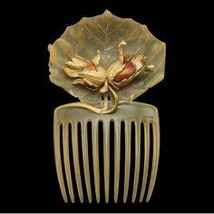 Art Nouveau Horn and Yellow Gold Hazelnut Hair Comb by René Lalique - Circa 1900 Bijoux Art Nouveau, Art Nouveau Jewelry, Jewelry Art, Vintage Jewelry, Fine Jewelry, Jewelry Design, Gold Jewellery, Hanfu, Lalique Jewelry