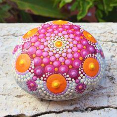 Un favorito personal de mi tienda de Etsy https://www.etsy.com/es/listing/525644004/pink-mandala-sea-stone