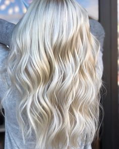 The Wet Balayage Technique Will Boost and Brighten Dull Ends - Hair Color - Modern Salon Pearl Blonde, Silver Blonde Hair, Cool Blonde Hair, Pearl Hair, Balayage Blond, Hair Color Balayage, Caramel Hair, Cool Hair Color, Grunge Hair