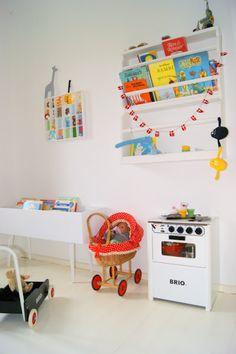 beauties: Children's Library, instead of bed ... / / Kinderbücherei und blablabla ...