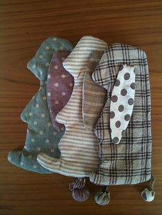 zakka bunny pencil cases tute & pattern http://blog.craftzine.com/archive/2008/10/bunny_pencil_case_from_zakka_s.html